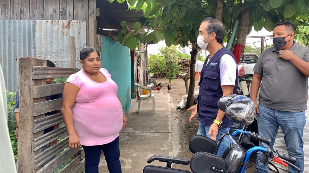 Casa por casa, con estrictas medidas sanitarias, llegan apoyos a los hogares de la población vulnerable del municipio de Veracruz