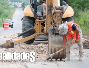 Repara el ayuntamiento pavimento dañado en la carretera a casas geo.